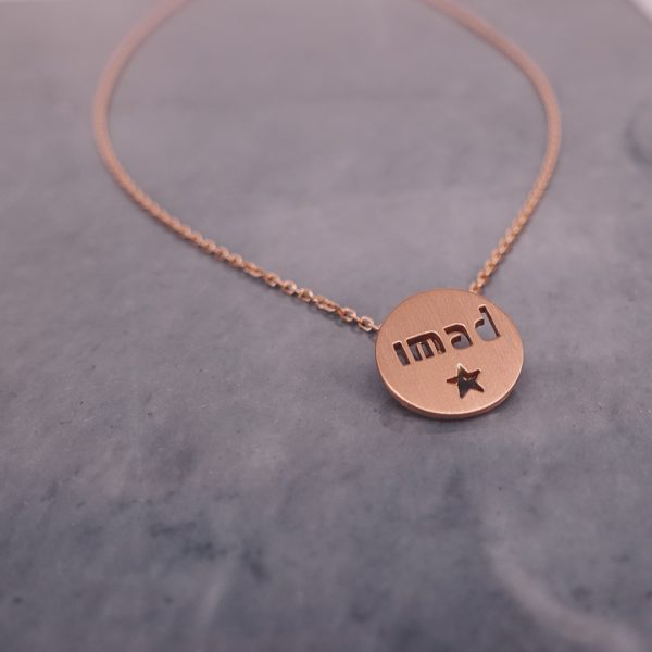 Personalized Round Necklace with Engraved Name in 18 Karat Gold