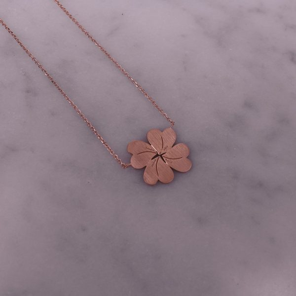 Personalized Flower Necklace with Engraved Names in 18 Karat Gold