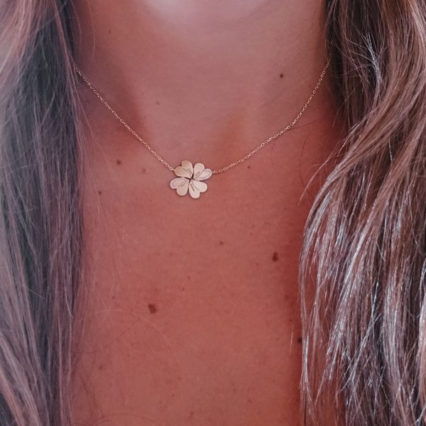 Personalized Diamond Flower Necklace with Engraved Names in 18 Karat Gold