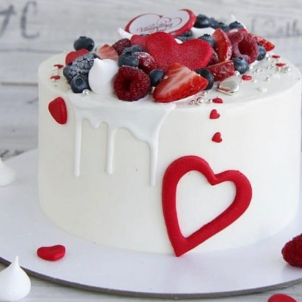 Valentine Fondant And Buttercream Cake Topped With Strawberries, Bluberries And Rassberries. 2Kg